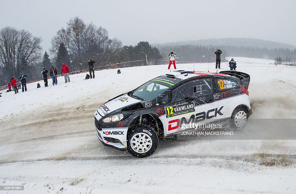 Ott Tanak of Estonia and his co-driver Raigo Molder steer their Ford Fiesta RS WRC during the 8nd stage of the Rally Sweden, second round of the FIA World Rally Championship on February 12, 2016 in Rojden near Svullrya, Norway. / AFP / JONATHAN NACKSTRAND