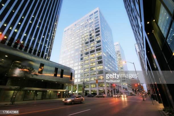 Ottawa Stadt Boulevard und Gebäude bei Sonnenuntergang