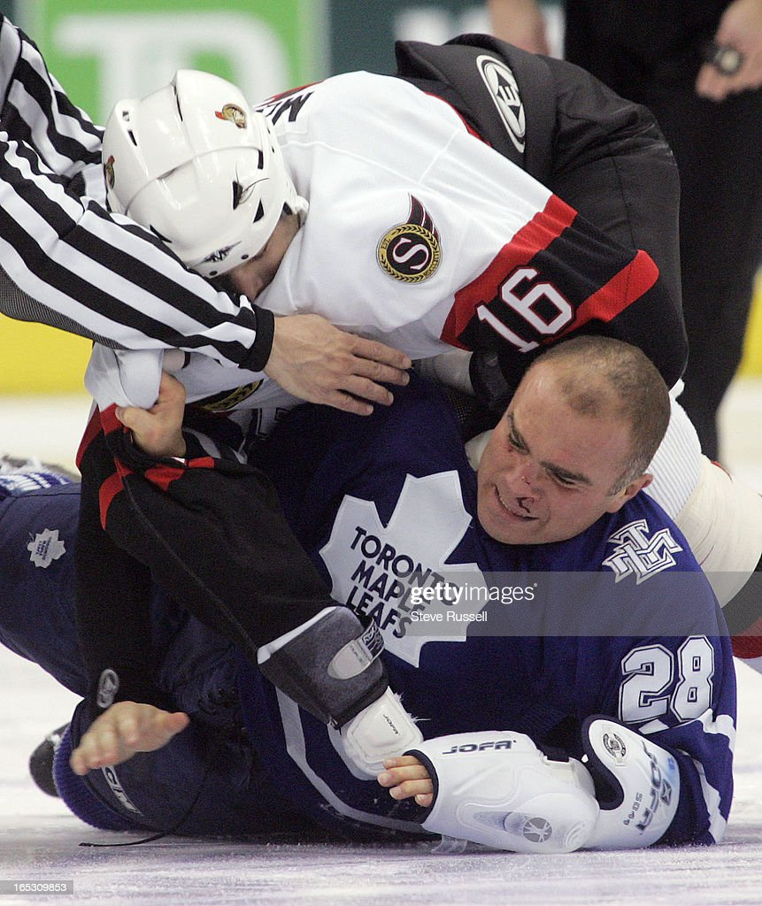 OTTAWA10/29/05Tie Domi bleeds from the nose after a scuffle with Brian McGrattan as the Toronto Maple Leafs play the Ottawa Senators at the Air...