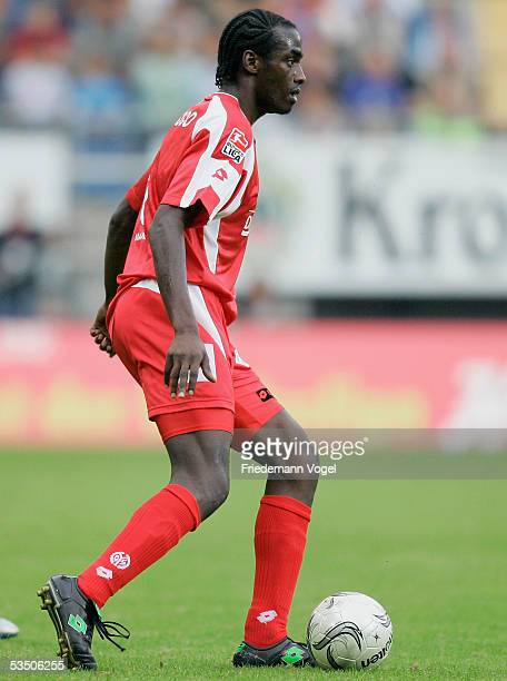 Otto Addo of Mainz in action during the Bundesliga match between Arminia Bielefeld and FSV Mainz 05 at the Schuco Arena on August 28 2005 in...