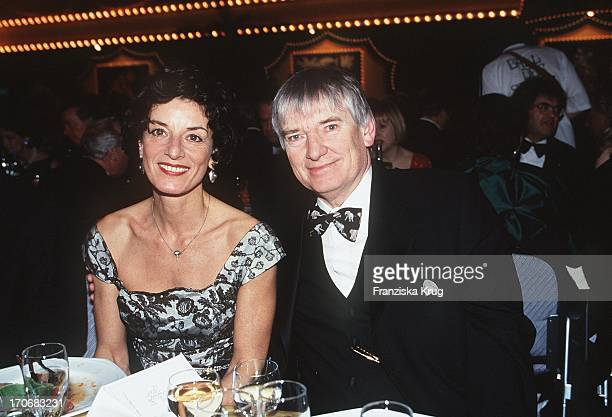 Otto Schily Frau Linda Tatjana Beim Ball Des Sports 1999 In Wiesbaden
