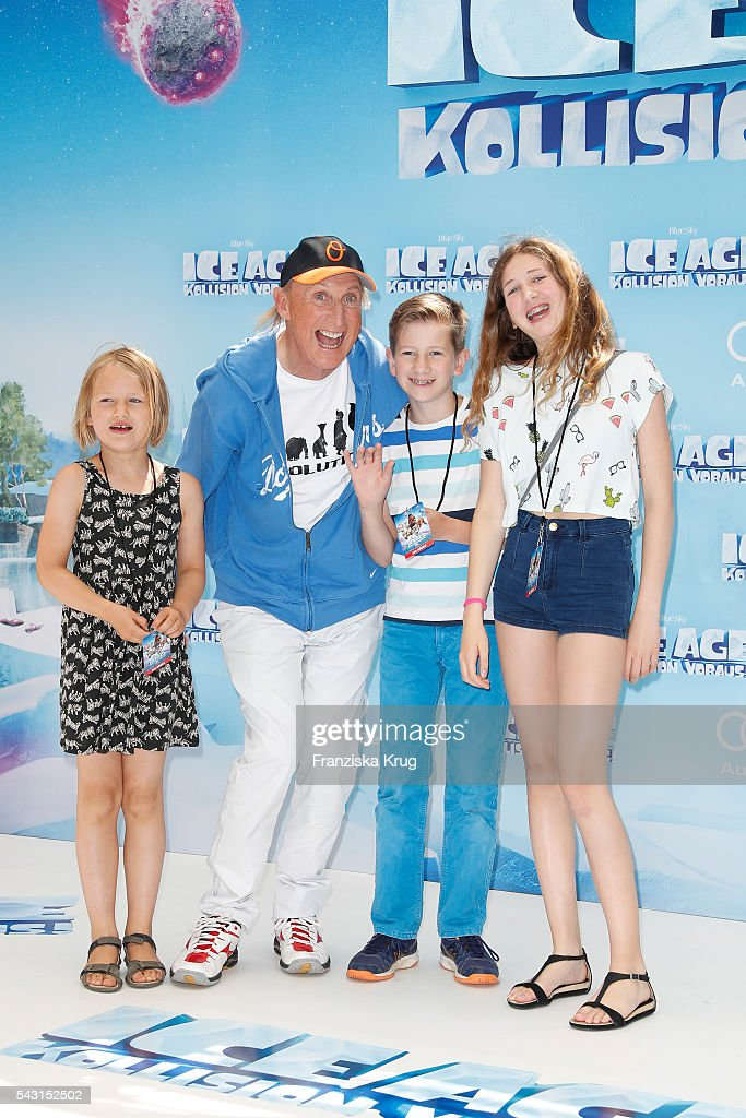 <a gi-track='captionPersonalityLinkClicked' href=/galleries/search?phrase=Otto+Waalkes&family=editorial&specificpeople=584335 ng-click='$event.stopPropagation()'>Otto Waalkes</a> and kids attend the 'Ice Age - Kollision Voraus' German Premiere at CineStar on June 26, 2016 in Berlin, Germany.