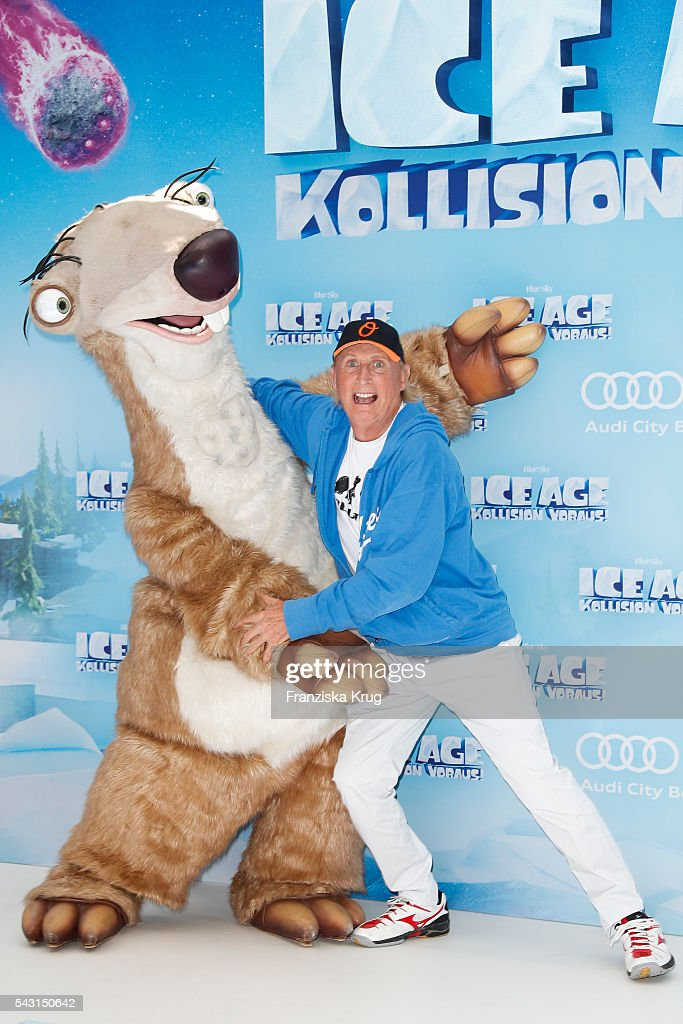 <a gi-track='captionPersonalityLinkClicked' href=/galleries/search?phrase=Otto+Waalkes&family=editorial&specificpeople=584335 ng-click='$event.stopPropagation()'>Otto Waalkes</a> attends the 'Ice Age - Kollision Voraus' German Premiere at CineStar on June 26, 2016 in Berlin, Germany.