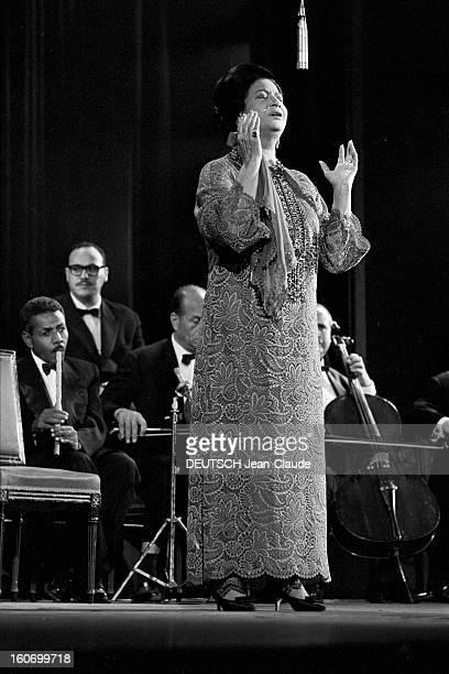 Oum Kalsoum Recital At The Olympia Paris 14 Novembre 1967 Lors de son récital à l'Olympia portrait de Oum KALSOUM cantatrice musicienne et actrice...
