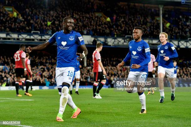 Oumar Niasse celebrates his goal with Ademola Lookman and Tom Davies during the Carabao Cup Third Round match between Everton and Sunderland at...