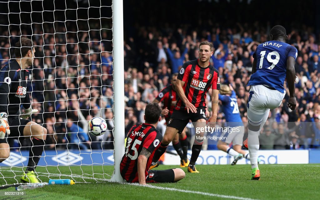 Oumar Niasse of Everton scores his side's second goal during the Premier League match between Everton and AFC Bournemouth at Goodison Park on September 23, 2017 in Liverpool, England.