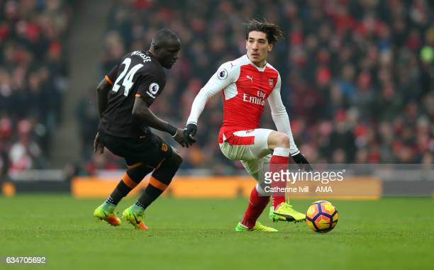 Oumar Niasse of Hull City and Hector Bellerin of Arsenal during the Premier League match between Arsenal and Hull City at Emirates Stadium on...