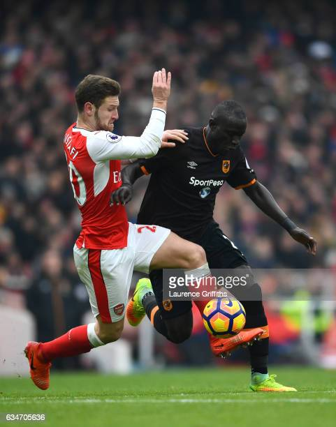 Oumar Niasse of Hull City and Shkodran Mustafi of Arsenal compete for the ball during the Premier League match between Arsenal and Hull City at...