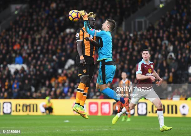 Oumar Niasse of Hull City and Thomas Heaton of Burnley clash as they compete for the ball during the Premier League match between Hull City and...