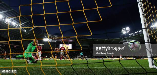 Oumar Niasse of Hull City scores his teams second goal during the Premier League match between Hull City and Middlesbrough at KCOM Stadium on April 5...