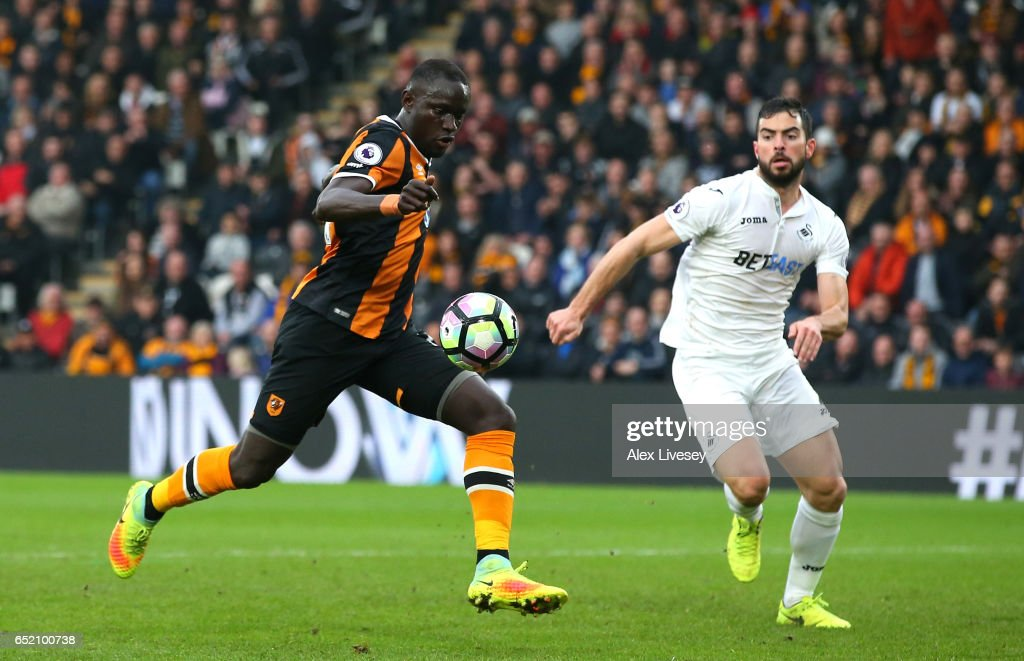 Oumar Niasse of Hull City scores their second goal during the Premier League match between Hull City and Swansea City at KCOM Stadium on March 11, 2017 in Hull, England.