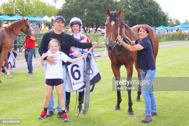 Our Dexter in the mounting yard with John Allen and Jade Dane and Heidi Smith after winning The Bridge Hotel 058 Handicap on February 18 2017 in...