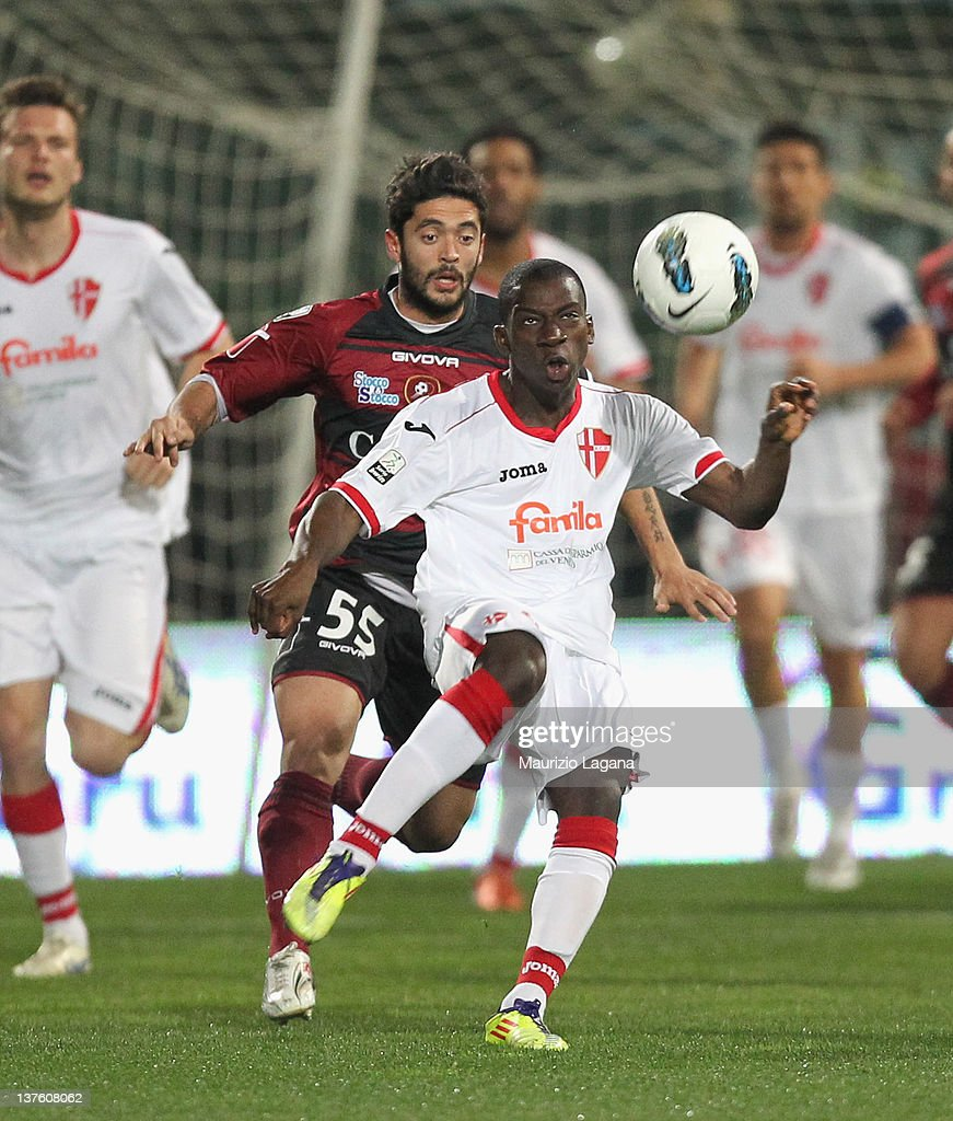 Ousmane Drame of Padova is challenged by Francesco De Rose during Serie B match played between Reggina Calcio and Calcio Padova at Stadio Oreste...