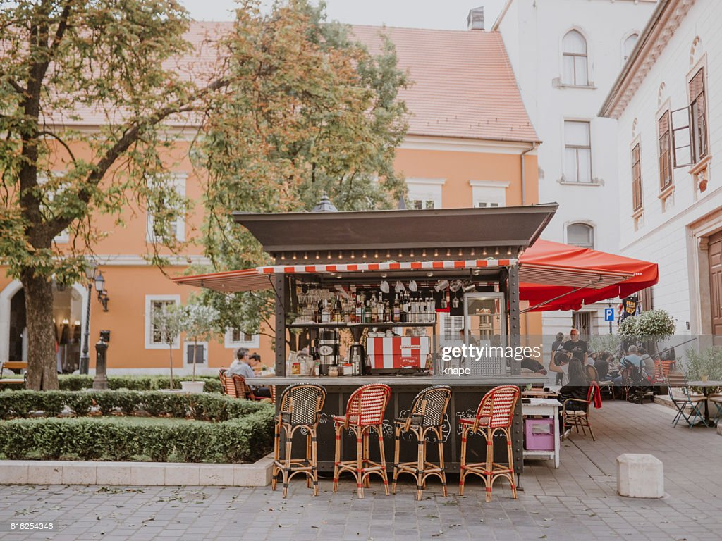 Outdoor bar café on the Castle grounds in Budapest : Foto de stock