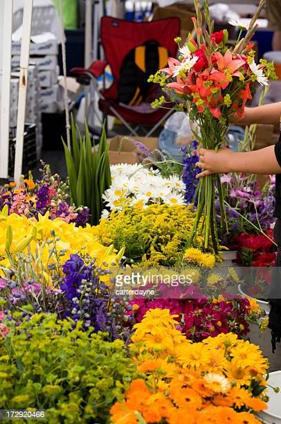 Aperto mercato dei fiori freschi