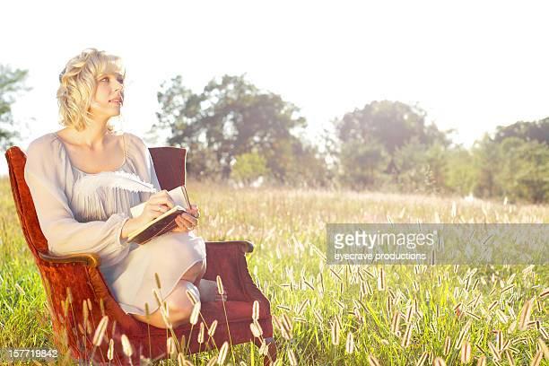 Femme beauté de la nature en plein air en été