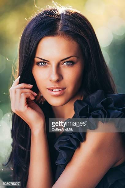 Fotografia ao ar livre do jovem Mulher bonita