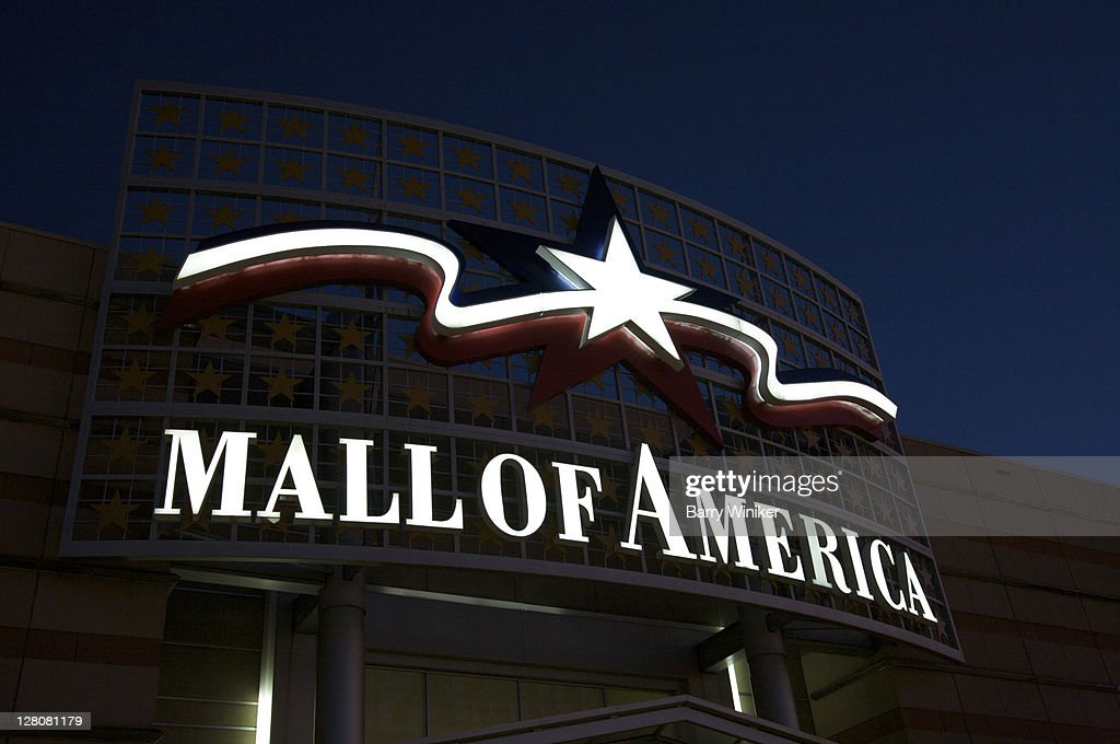 Outdoor sign for Mall of America, the largest mall in the USA, located in the Twin Cities suburb of Bloomington, Minnesota, Midwest, USA : Stock Photo
