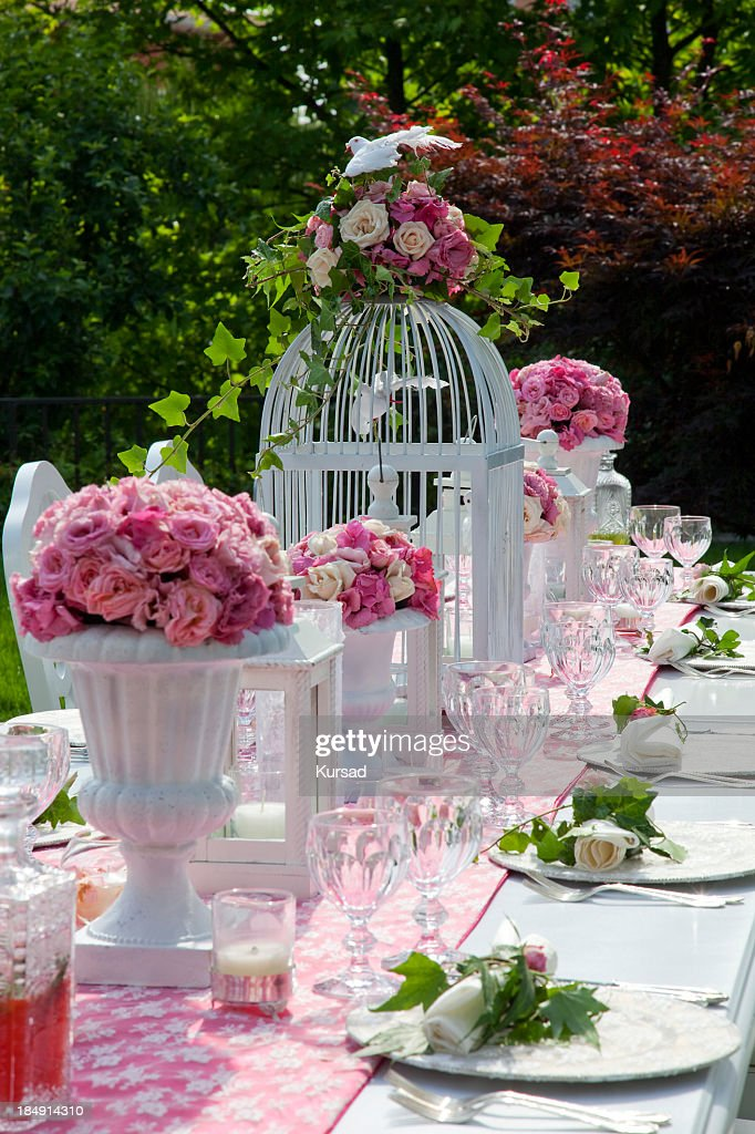 Outdoor wedding table settings with pink flowers and white for Garden wedding table settings