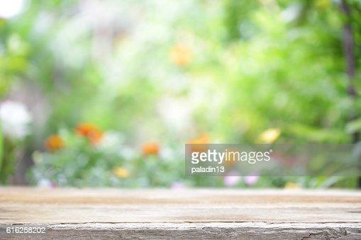 outdoor mesa de madeira vista : Foto de stock
