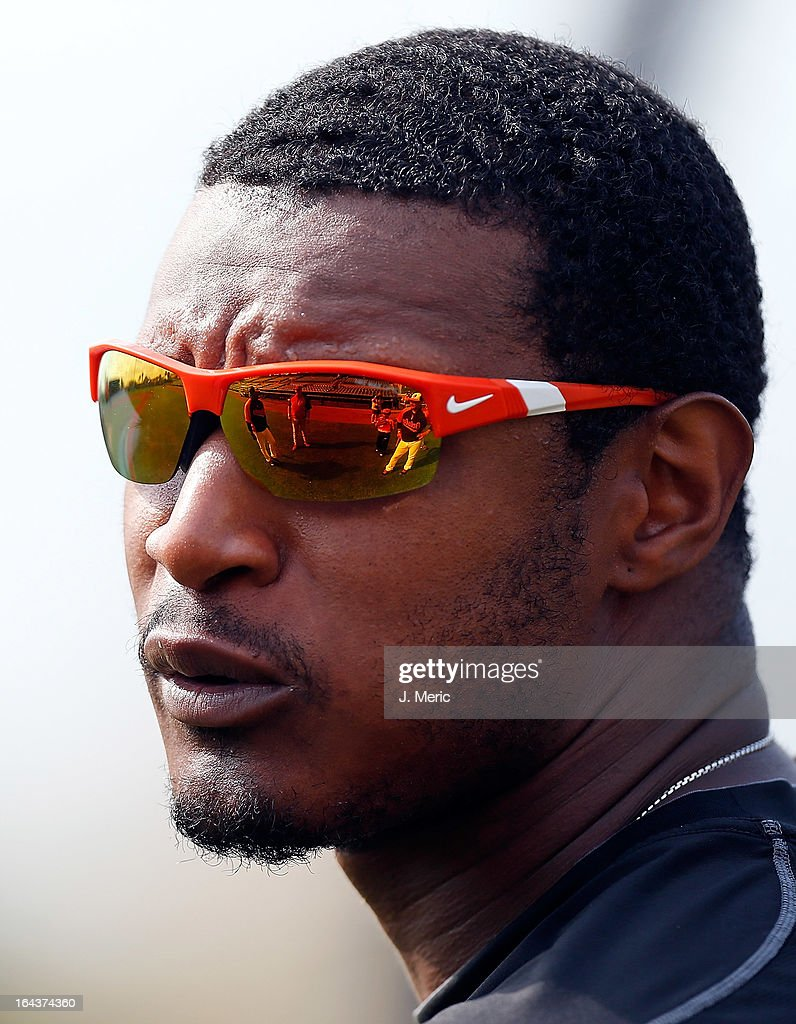 Outfielder Adam Jones #10 of the Baltimore Orioles takes batting practice just before the Grapefruit League Spring Training Game against the Philadelphia Phillies at Ed Smith Stadium on March 23, 2013 in Sarasota, Florida.