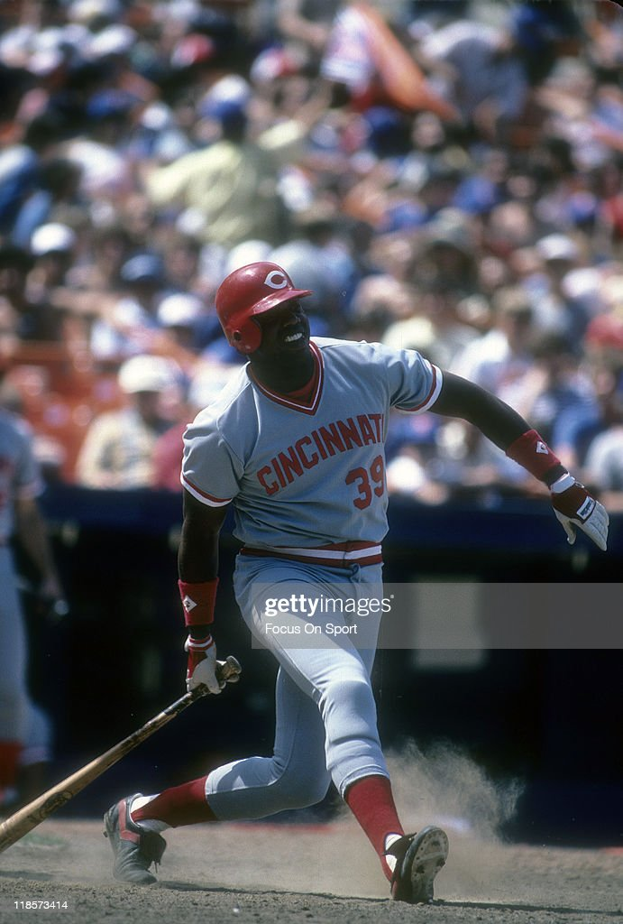 Outfielder <a gi-track='captionPersonalityLinkClicked' href=/galleries/search?phrase=Dave+Parker+-+Baseball+Player&family=editorial&specificpeople=15119297 ng-click='$event.stopPropagation()'>Dave Parker</a> #39 of the Cincinnati Red bats against the New York Mets during a Major League Baseball game circa 1985 at Shea Stadium in the Queens borough of New York City. Parker played for the Reds from 1984-87.