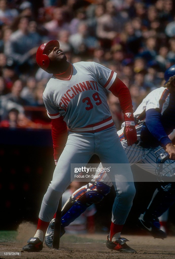 Outfielder Dave Parker of the Cincinnati Red bats against the New York Mets during a Major League Baseball game circa 1985 at Shea Stadium in the...