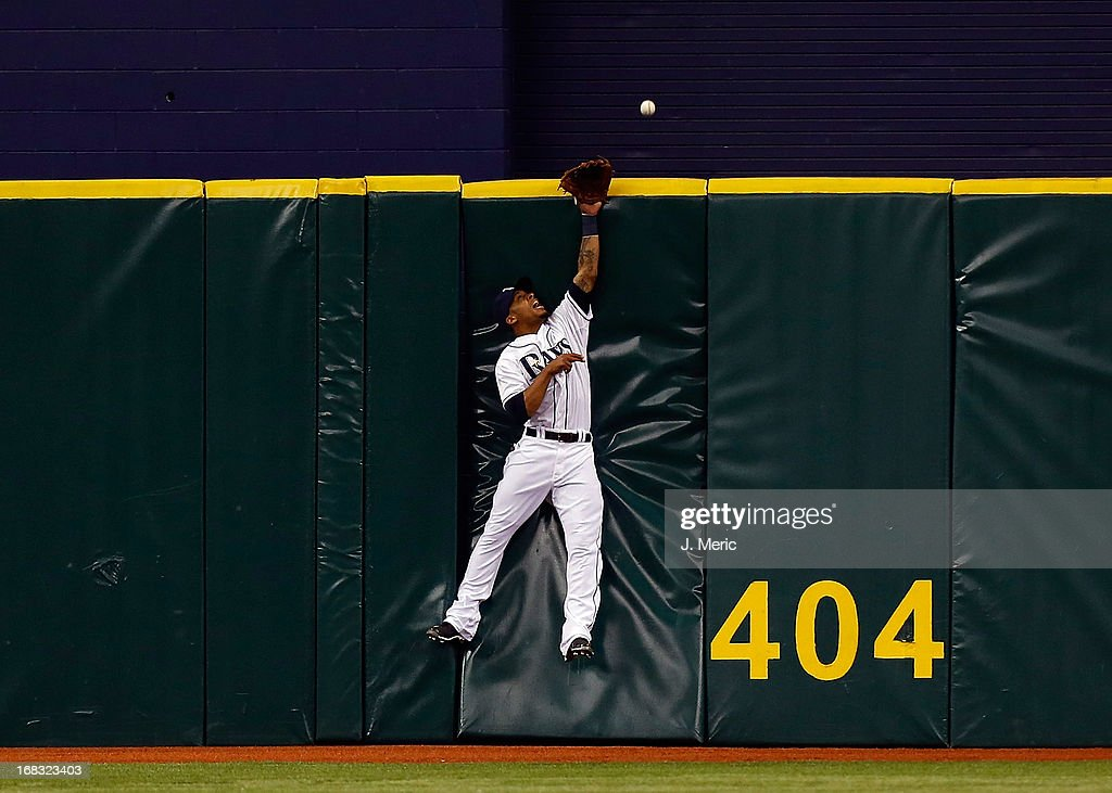 Outfielder <a gi-track='captionPersonalityLinkClicked' href=/galleries/search?phrase=Desmond+Jennings&family=editorial&specificpeople=5974085 ng-click='$event.stopPropagation()'>Desmond Jennings</a> #8 of the Tampa Bay Rays cannot come up with this fly ball as it is over the centerfield fence against the Toronto Blue Jays during the game at Tropicana Field on May 8, 2013 in St. Petersburg, Florida.