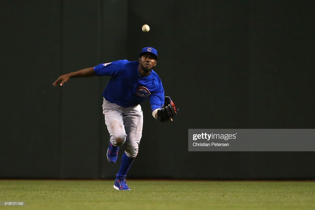 Outfielder <a gi-track='captionPersonalityLinkClicked' href=/galleries/search?phrase=Dexter+Fowler&family=editorial&specificpeople=4949024 ng-click='$event.stopPropagation()'>Dexter Fowler</a> #24 of the Chicago Cubs makes a running catch during the third inning of the MLB game against the Arizona Diamondbacks at Chase Field on April 7, 2016 in Phoenix, Arizona.