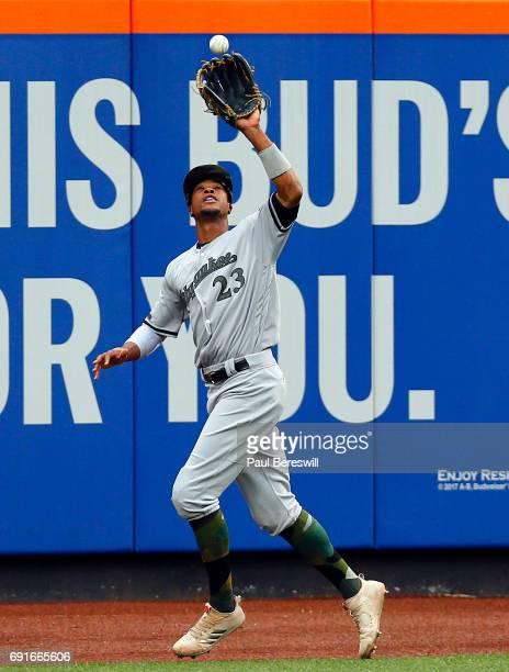 Outfielder Keon Broxton of the Milwaukee Brewers catches a fly ball in an MLB baseball game against the New York Mets on May 29 2017 at CitiField in...