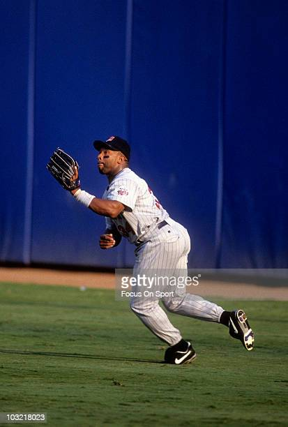 Outfielder Kirby Puckett of the Minnesota Twins swings tracks down a fly ball in the outfield against the New York Yankees circa 1993 during a MLB...