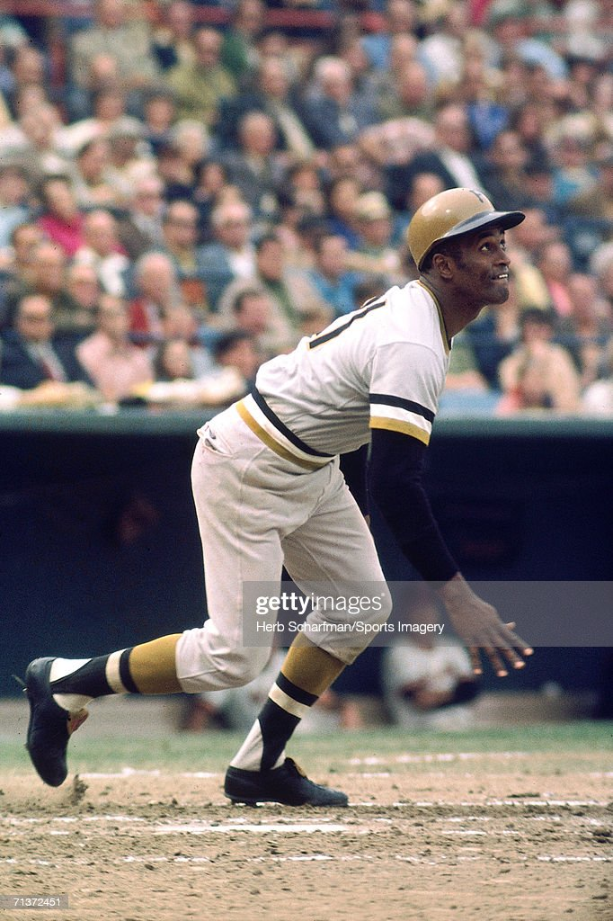 Outfielder <a gi-track='captionPersonalityLinkClicked' href=/galleries/search?phrase=Roberto+Clemente&family=editorial&specificpeople=206918 ng-click='$event.stopPropagation()'>Roberto Clemente</a> #21 of the Pittsburgh Pirates running to first base against the New York Mets at the Polo Grounds during a July 19, l962 game in the Bronx, New York. The Pirates defeated the Mets 7-6.