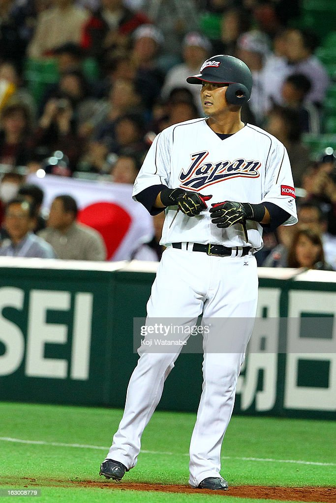Outfielder <a gi-track='captionPersonalityLinkClicked' href=/galleries/search?phrase=Sho+Nakata&family=editorial&specificpeople=10509678 ng-click='$event.stopPropagation()'>Sho Nakata</a> #13 of Japan in action during the World Baseball Classic First Round Group A game between Japan and China at Fukuoka Yahoo! Japan Dome on March 3, 2013 in Fukuoka, Japan.