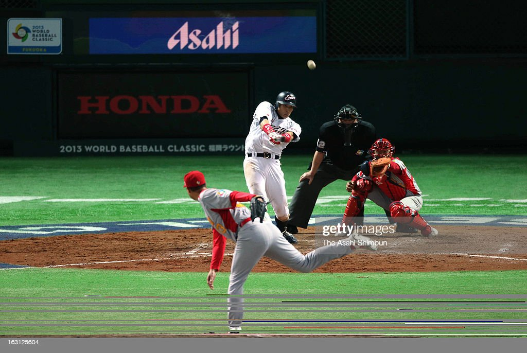 Outfielder <a gi-track='captionPersonalityLinkClicked' href=/galleries/search?phrase=Yoshio+Itoi&family=editorial&specificpeople=10508673 ng-click='$event.stopPropagation()'>Yoshio Itoi</a> #9 of Japan hits a three-run double in the bottom half of the fifth inning during the World Baseball Classic First Round Group A game between Japan and China at Fukuoka Yahoo! Japan Dome on March 3, 2013 in Fukuoka, Japan.