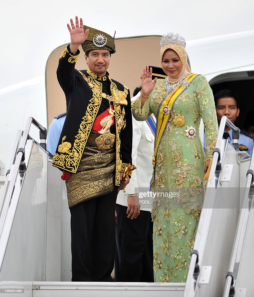 Outgoing 13th king of Malaysia Tuanku Mizan Zainal Abidin and Queen Nur Zahirah wave to their subjects before boarding a flight to their home state...