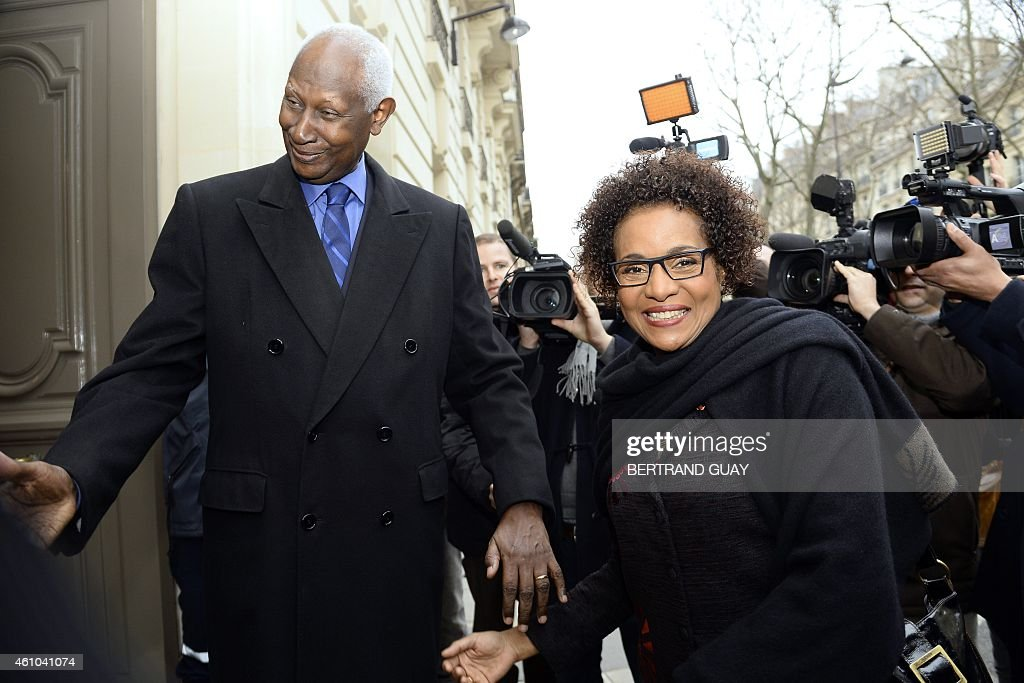 Outgoing General Secretary of the International Organisation of Francophonie (IOF) and former Senegalese president Abdou Diouf (L) welcomes newly-appointed IOF General Secretary, Canadian Michaelle Jean, on January 5, 2015, at the IOF headquarters in Paris.