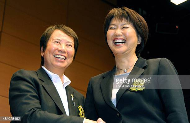 Outgoing Ladies Professional Golfers' Association of Japan Hisako Higuchi and incoming president Hiromi Kobayashi shake hand on December 17 2010 in...