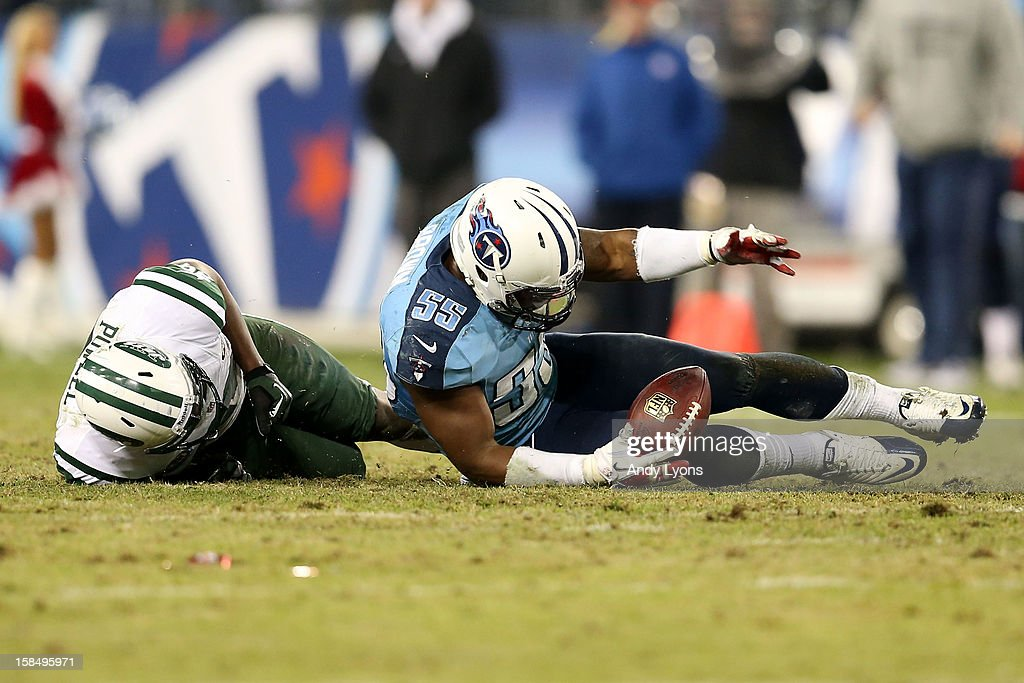 Outside linebacker Zach Brown #55 of the Tennessee Titans recovers a fumble dropped by quarterback Mark Sanchez #6 of the New York Jets in the final minute of the fourth quarter at LP Field on December 17, 2012 in Nashville, Tennessee.
