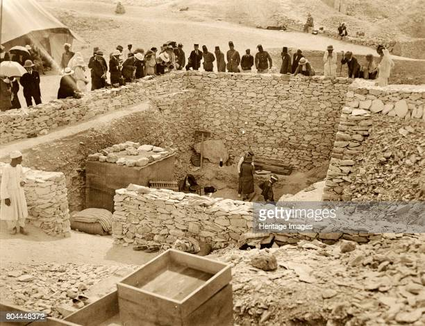 Outside the tomb of Tutankhamun Valley of the Kings Egypt 1922 Lord Carnavon his daughter Lady Evelyn Herbert and archaeologist Howard Carter at the...