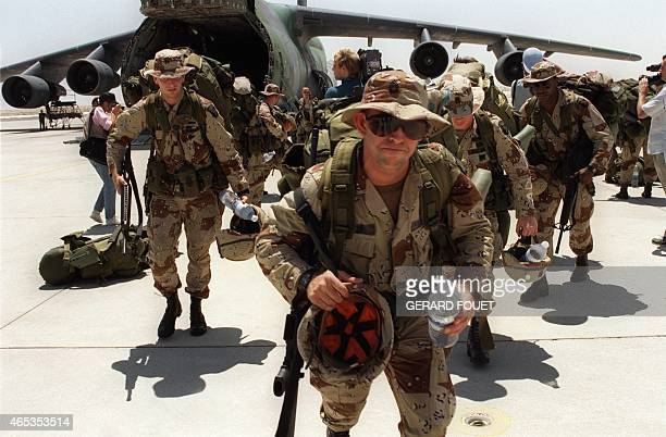 Over 1000 US Marines from Fort Bragg disembark 21 August 1990 from a Galaxy transport plane at Saudi Dhahran air base Iraq's invasion of Kuwait 02...