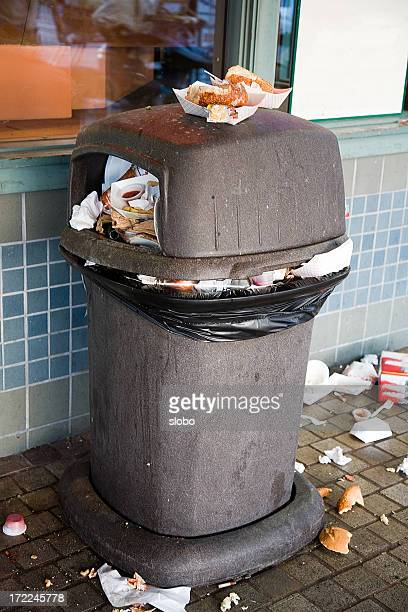 Débordant Boîte à ordures ménagères