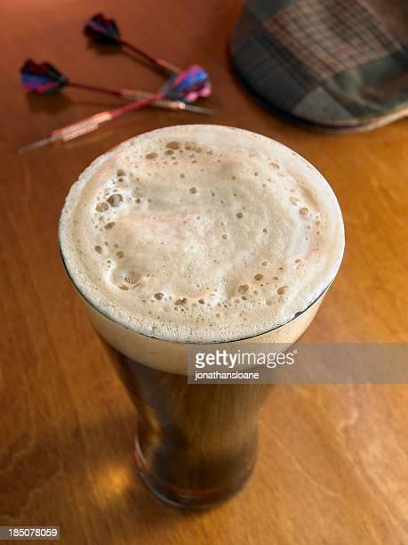 オーバーヘッドショットグラスダークビール、バートップ