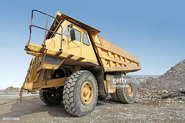 Immense Camion à benne basculante, gros plan