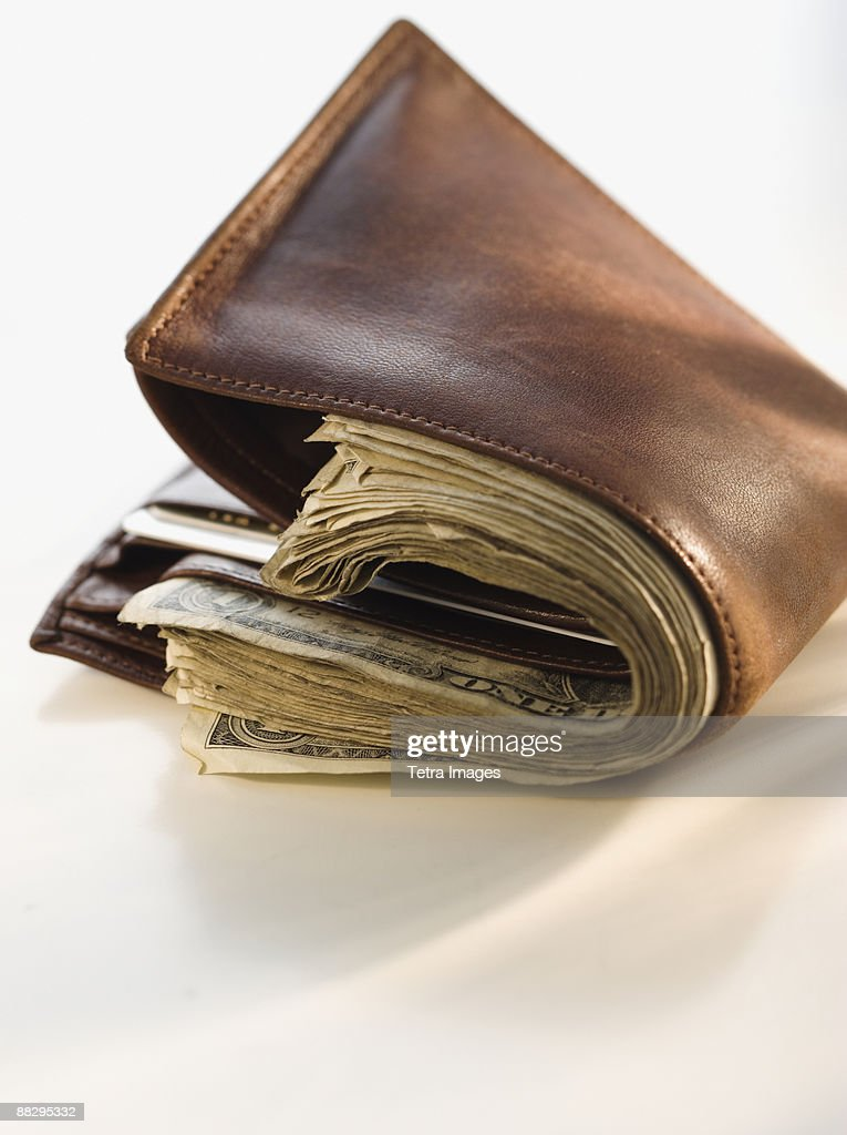 8 Things Not to Keep in Your Wallet | Out Of My Mind