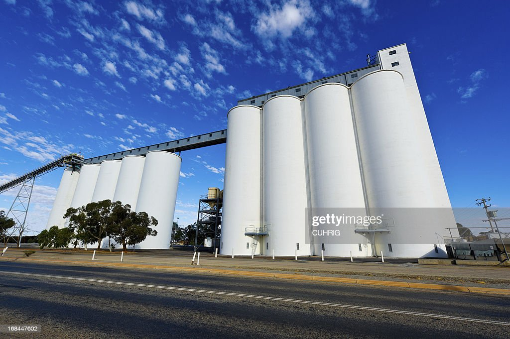 overview of wheat silos along great eastern highway - Silos
