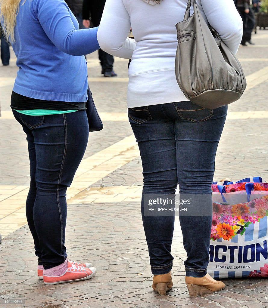 LAOUCHEZ - Overweight people stand in a street of the northern city of Lille on October 19, 2012. AFP PHOTO PHILIPPE HUGUEN