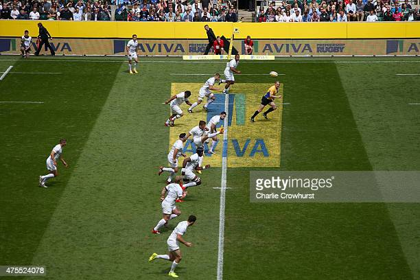 Owen Farrell of Saracens takes the kick off in the Aviva Premiership Final between Bath Rugby and Saracens at Twickenham Stadium on May 30 2015 in...