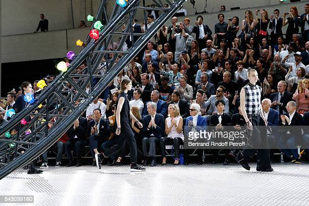 Owner of LVMH Luxury Group Bernard Arnault his wife Helene Arnault Karl Lagerfeld and Xuan Huang attend the Dior Homme Menswear Spring/Summer 2017...