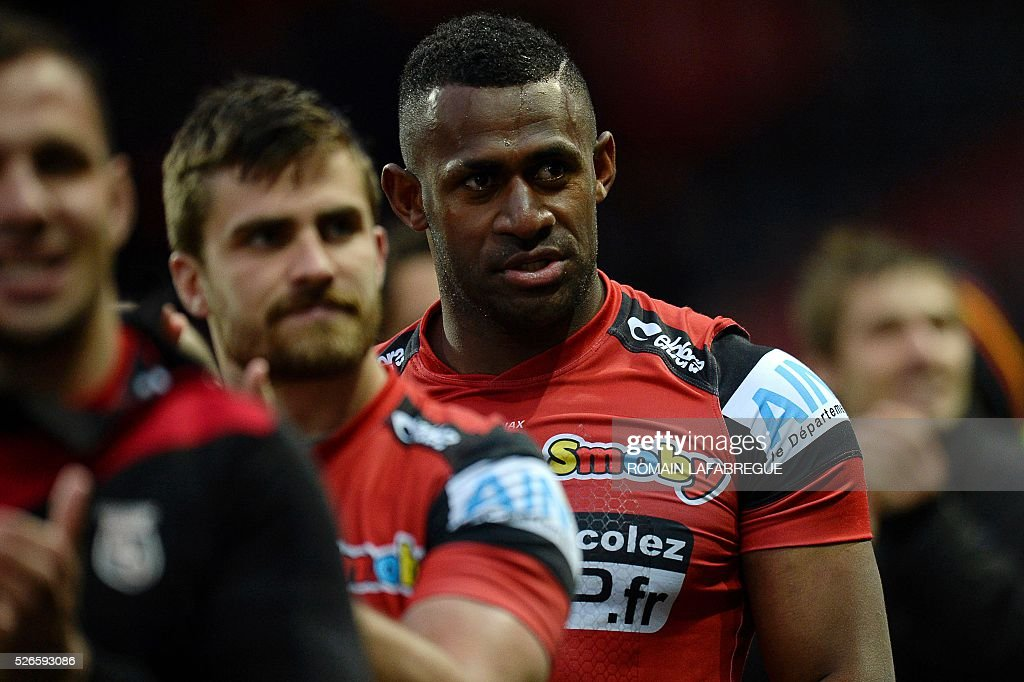 Oyonnaxs Fijian wing Uwanakoro Tawalo (R) reacts after the French Top 14 Rugby Union match between Oyonnax and La Rochelle on April 30, 2016 at the Charles-Mathon stadium in Oyonnax, central-eastern France. / AFP / ROMAIN