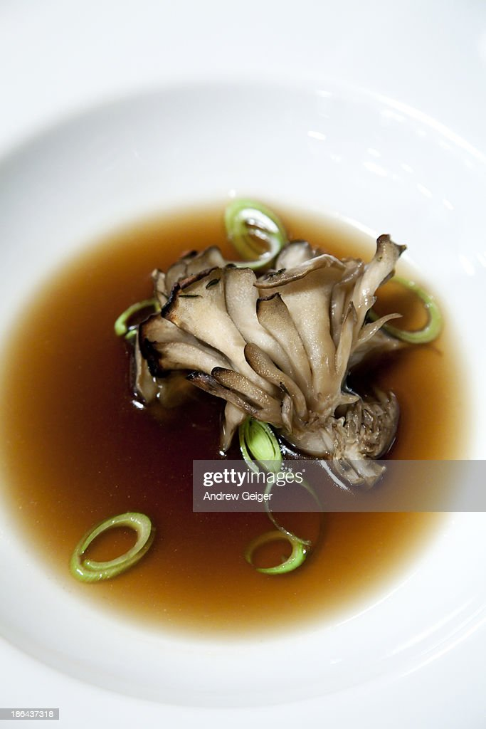 Oyster mushrooms in broth with scallions.